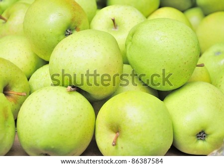 Green apple's  close-up in the market