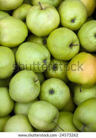 Green fresh juicy apples close up shot