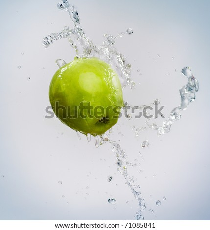 green juicy apple on the blue background