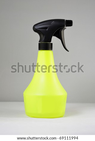 Green multi purpose 1 litre adjustable pump sprayer - stock photo
