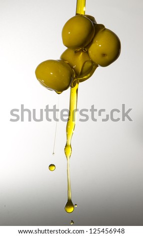 green olives of the oil gushing