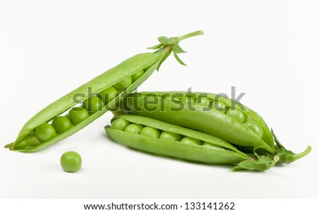 Green peas  isolated on the white