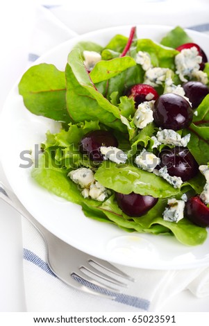 Green salad mix with cherry and blue cheese