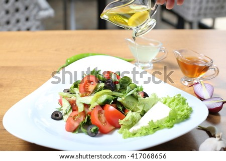Green salat with tomatoes, cucumber, oilve oil and lemon juice