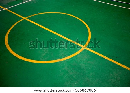 green tennis court