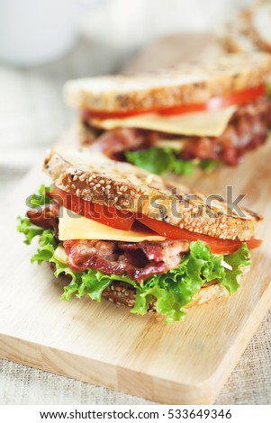 grilled bacon sandwich for meal