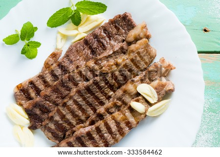 Grilled beef slices