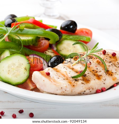 Grilled chicken breast with fresh vegetables