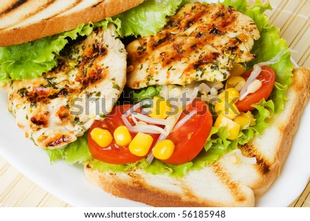 Grilled chicken breasts with tomato, sweet corn and toasted bread