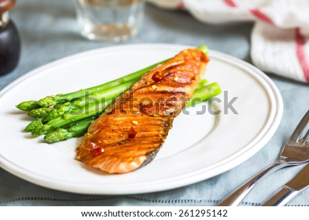Grilled Chilli Salmon with steamed Asparagus by sea salt