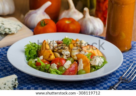 Grilled fruit with blue cheese and salad, homemade ketchup with garlic
