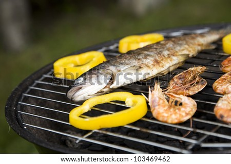 Grilling fish and shrimps! Tasty dinner