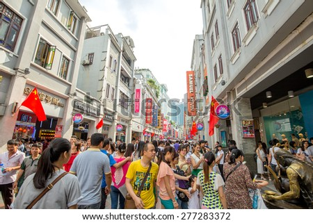 Guangzhou China May 22015 Peoples Shopping Holidayhere Famous Stock