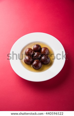 Gulab Jamun / Indian sweets in a round ceramic plate