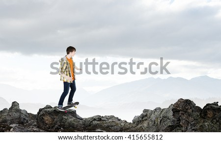 Guy ride skateboard
