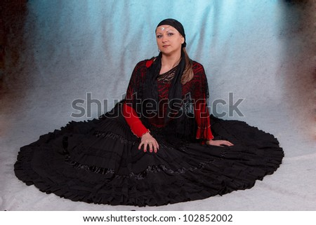 gypsy lady in long black dress