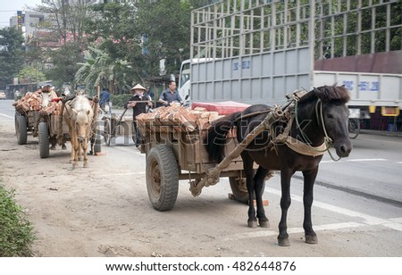 HA NOI, VIET NAM, September 4, 2016 Stagecoach, in traffic, suburban Ha Noi, Vietnam