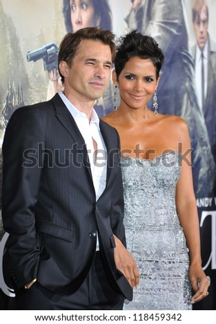 "Halle Berry & Olivier Martinez at the Los Angeles premiere of her new movie ""Cloud Atlas"" at Grauman's Chinese Theatre, Hollywood. October 24, 2012  Los Angeles, CA - stock photo"