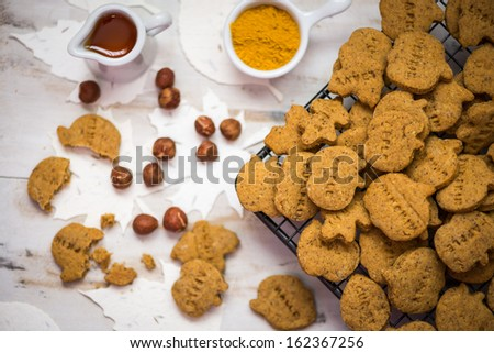 Halloween Crackers With Curry And Nuts