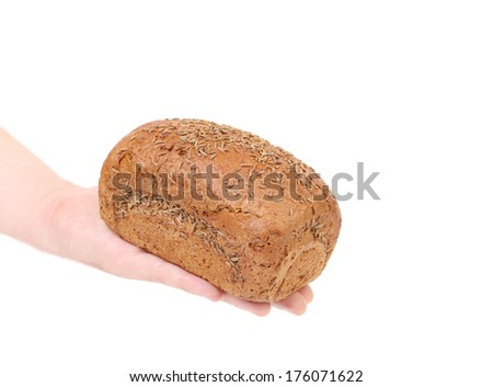 hand holdind a black bread
