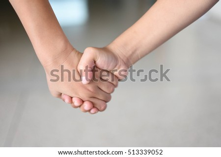 hand in hand,Shake hands and go together.