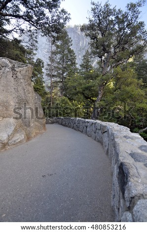 handicap accessible hiking trail in Yosemite national park