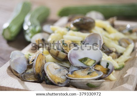 handmade macaroni with clams sauce