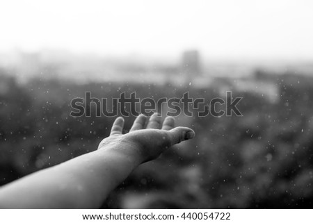 hands and rain