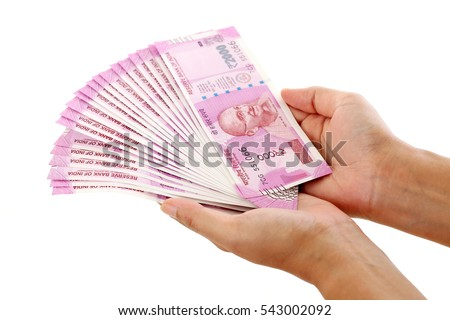 Hands holding Indian 2000 rupee notes