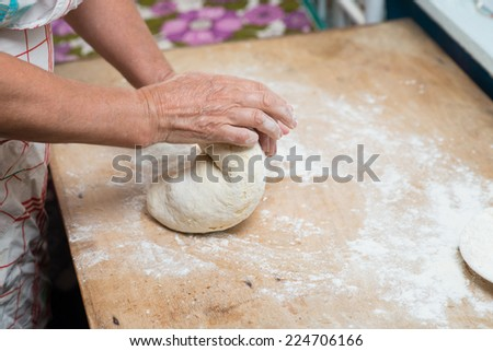 hands knead the dough