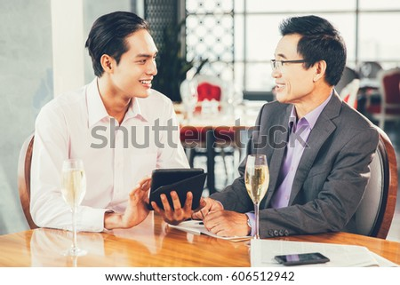 Boyfriend Propose Girlfriend Restaurant Stock Photo 615092372