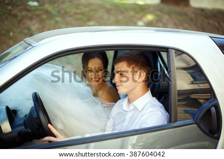 Happy newlyweds in the car