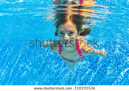 Girl Swimming Underwater Stock Images Royalty Free Images Vectors Shutterstock