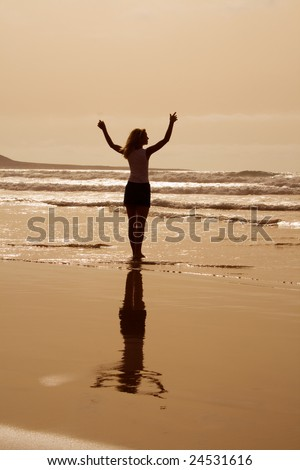 happy woman lookingat ocean