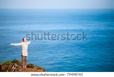 Happy young woman over the seascape