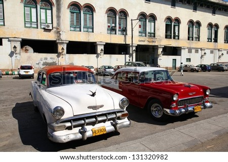 HAVANA - JANUARY 30: Classic American cars on January 30, 2011 in Havana. Recent change in law allows the Cubans to trade cars again. Most cars in Cuba are very old because of the old law. - stock photo