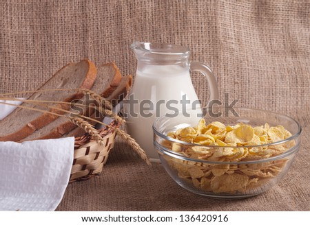 healthy breakfast: cornflakes with milk