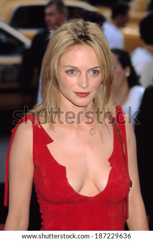 Heather Graham at premiere of MR DEEDS, NY 6/18/2002