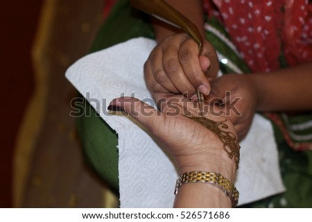 Henna Tattooist - Mendhi