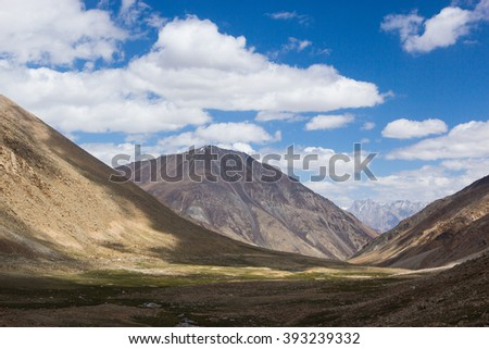 Himalayan mountain landscape at the Manali - Leh highway
