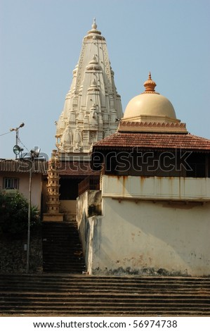 Hindu Temple, Banganga Tank, Mumbai  (formerly Bombay).  The tank contains fresh water which is used in many religious ceremonies, as well as more practical uses. - stock photo