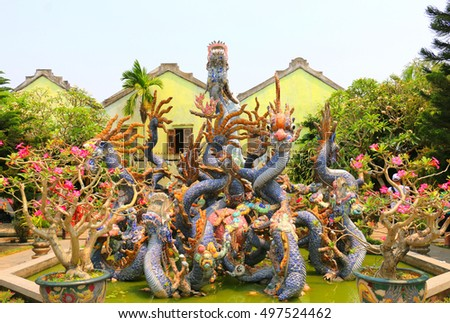 Hoi Quan Quang Trieu Temple ( Cantonese Assembly Hall ), dragons, Hoi An, Vietnam