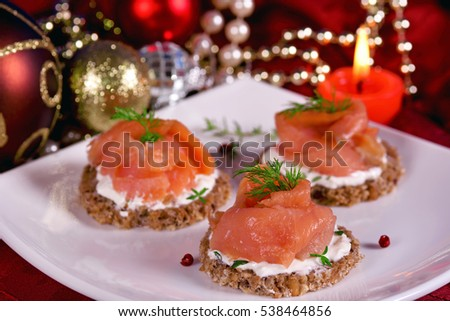 Christmas tree ornaments cookies cinnamon sticks stock for Canape de salmon