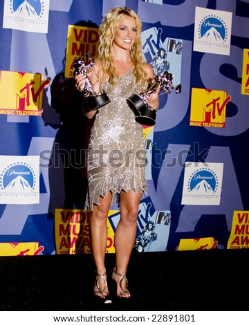 HOLLYWOOD, CA - SEPTEMBER 07: Singer BRITNEY SPEARS poses with Moonman Awards in the press room at the 2008 MTV Video Music Awards at Paramount Studios on September 7, 2008 in Hollywood, California.