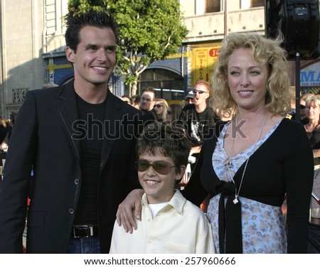 """HOLLYWOOD, CALIFORNIA - June 27 2005. Antonio Sabato Jr., Virginia Madsen and son Jack attend at the """"War of the Worlds"""" Fan Screening at the Chinese Theater in Hollywood, California.  - stock photo"""