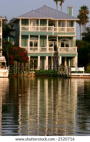 Home on Florida's Gulf Coast Intercoastal Waterway. - stock photo