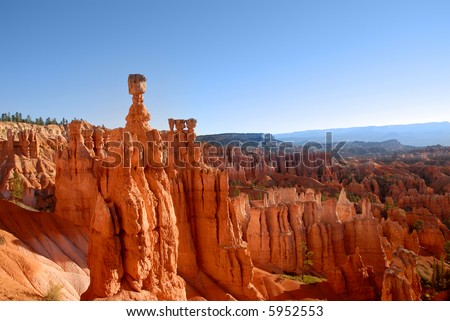 Hoodoos in the morning light in Bryce National Park, Utah. Thor's Hammer is tallest hoodoo to the left.