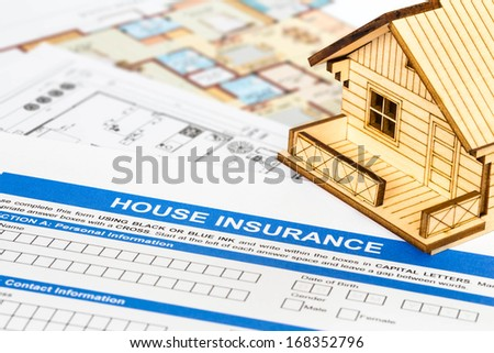 House insurance application with model house and construction plan