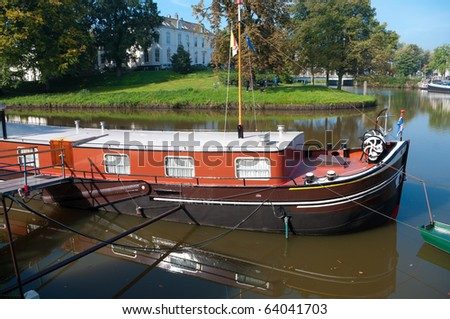 houseboat in canal in zwolle