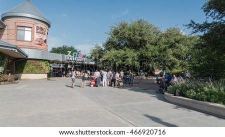 HOUSTON, US-JUN 25, 2016: Visitors entering the Houston Zoo, a 55-acre zoological park located in Hermann Park, Houston, Texas. It houses over 6,000 animals, and receives 1.8 million visitors per year
